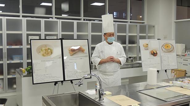 レシピ4品を発表する「ウェスティンホテル東京 沼尻 寿夫総料理長」